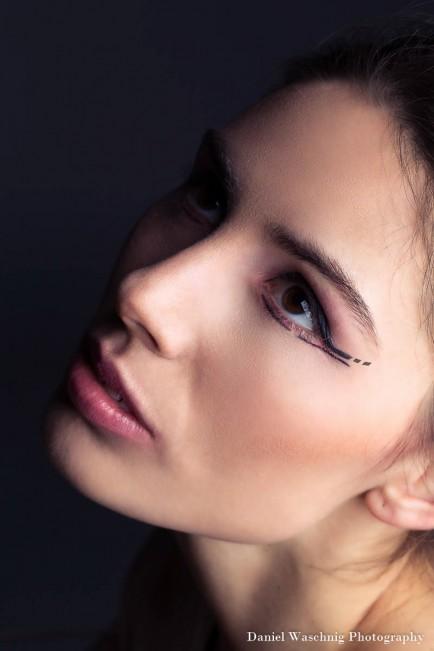 perfect black eyeliner