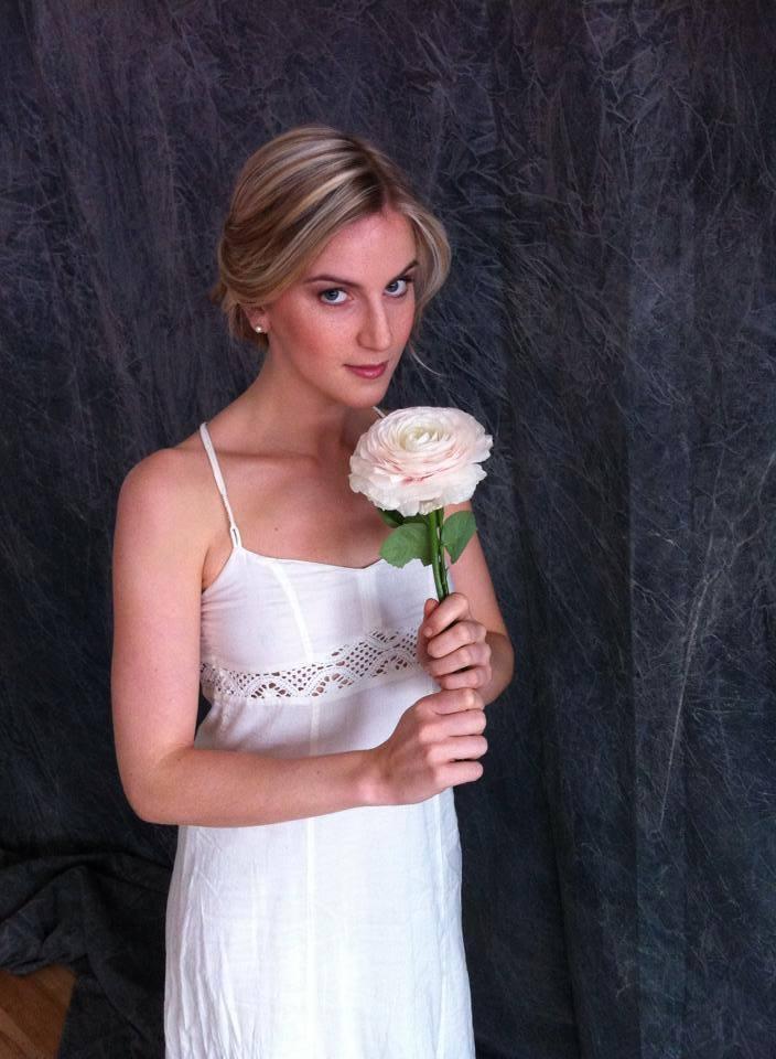 Brautfrisur Blumen Echte Kunst Im Haar Locken Wellen 3