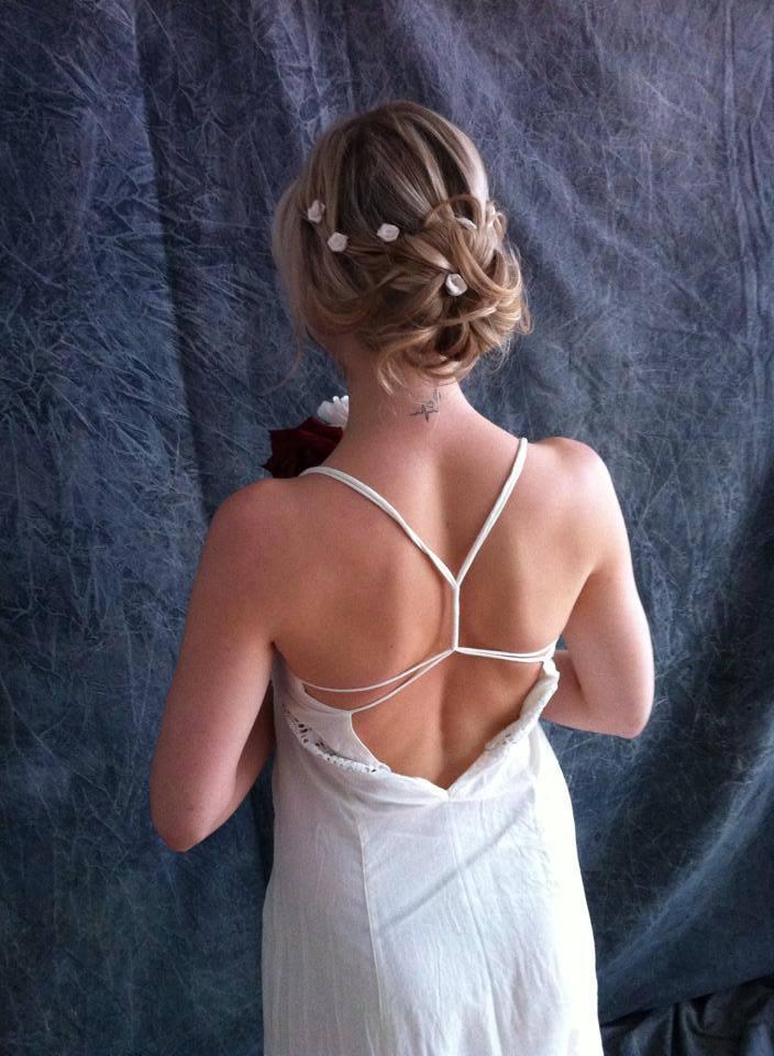 Brautfrisur Blumen Echte Kunst Im Haar Locken Wellen 4
