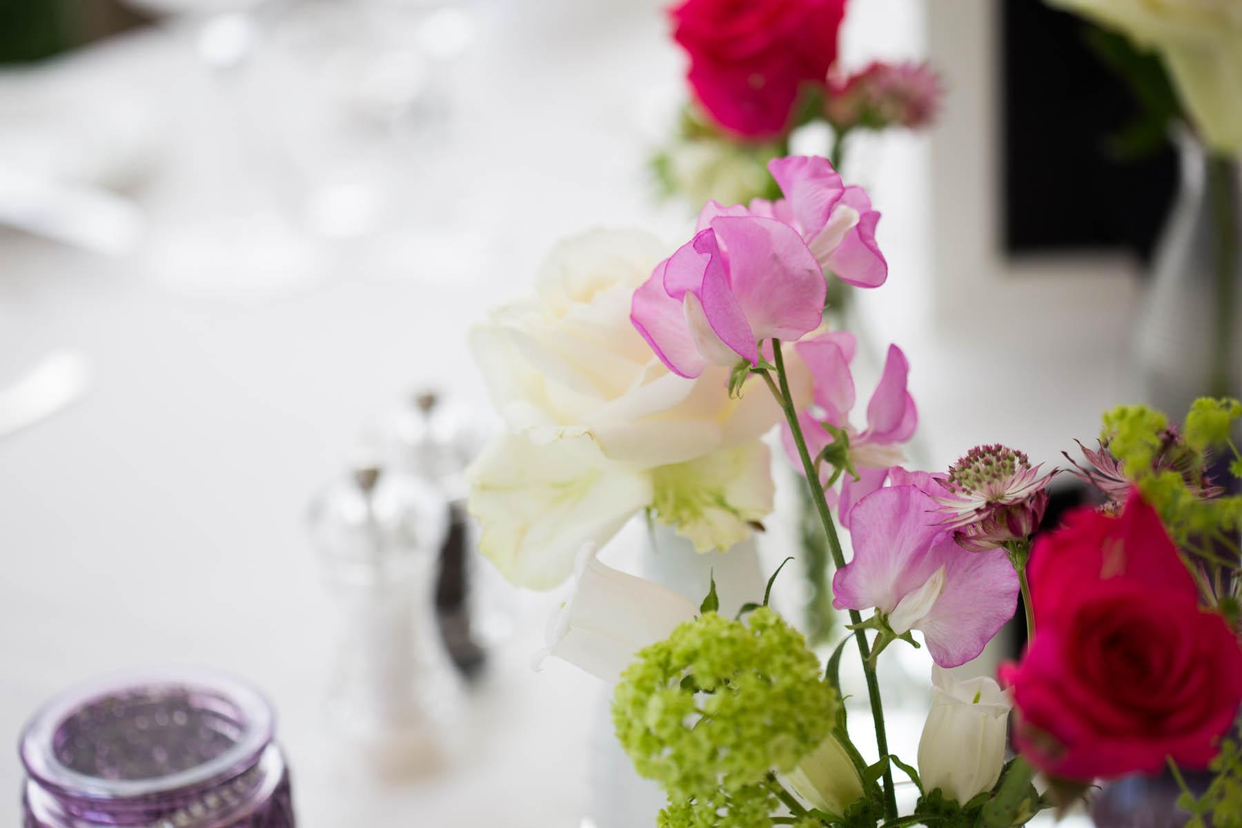 welche Blumen für die Hochzeit am Tisch